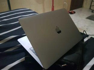 macbook pro 2016 for sell 90%