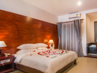 Deluxe Double Room with Private Belcony