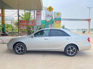 Camry 2002 xLE half full silver